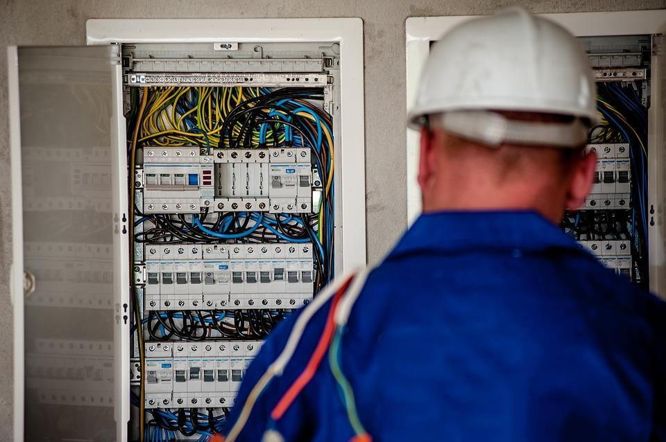 Hvad laver en elektriker? Find ud af det her